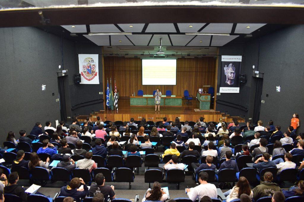 Cerca de 150 alunos participaram da palestra, realizada na Poli.