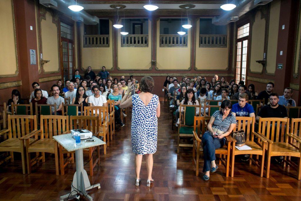 A palestra foi realizada no Centro Cultural Palace durante a 17ª Feira do Livro. Créditos: Sté Frateschi